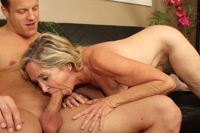 Порно фото бабки сосут