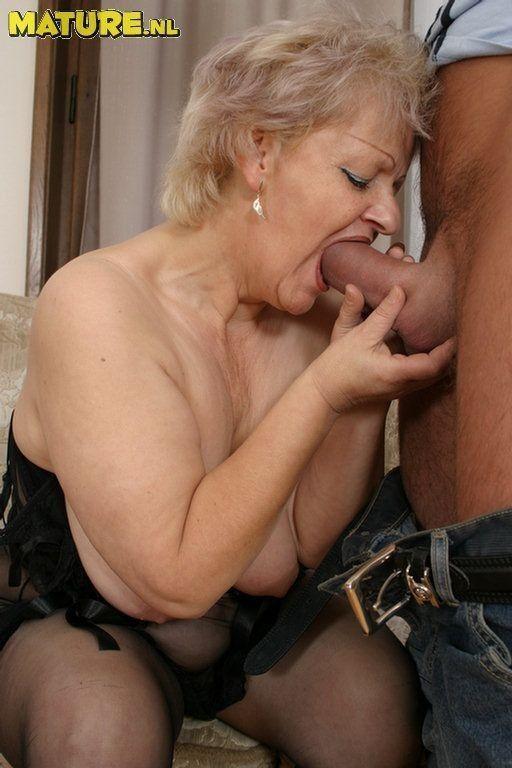 порно с пожилой тётей